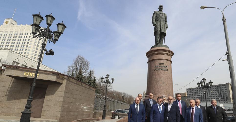 В Москве возложили цветы к памятнику Петру Столыпину