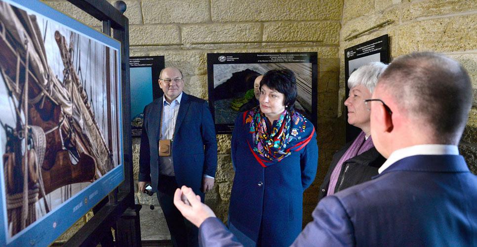 Фотовыставка «Аристократы морей» открылась в Севастополе