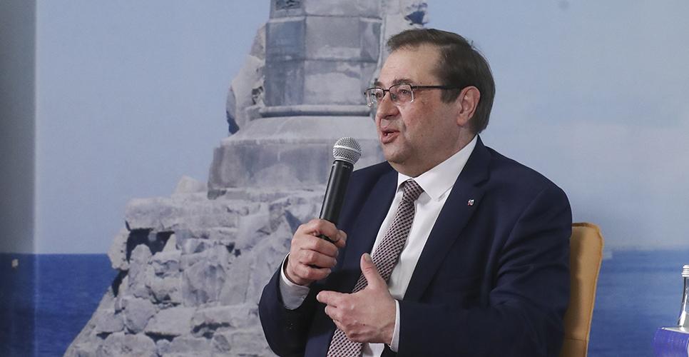 Юрий Петров