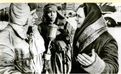 Жители освобожденного с. Ромоданово приветствуют советских воинов. 25.12.1941 г.