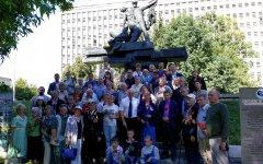 В морском порту у памятника героям-балтийцам
