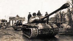 Советские танки у Бранденбургских ворот. [Май 1945 г.] РГАСПИ. Ф. 71. Оп. 22. Д. 911.